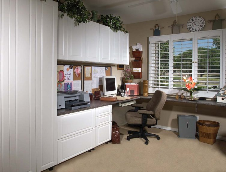 White Office in Raised Panel Left Workstation